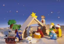HABA bietet eine stabile Weihnachtskrippe für Kinder an. Alle Teile sind aus hochwertigem Holz.