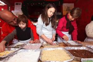 Eigene Lebkuchen gestalten und backen? Das geht - in der Lebkuchenbäckerei auf der Nürnberger Kinderweihnacht (Foto: CTZ Nürnberg / Steffen Oliver Riese)