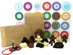 Schokofiguren, Zahlenaufkleber, Tüten, Kordel: So kommt der Schoko Adventskalender von Meisterschokoladen zu Ihnen nach Hause.