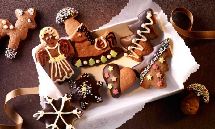 Bunte Lebkuchen-Plätzchen lassen sich nach Belieben mit Glasur oder Streudeko verzieren (Foto und Rezept: Dr. Oetker)