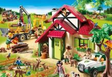 Zum neuen Playmobil Forsthaus gehören ein Holztransporter, ein Holzfäller und natürlich viele Waldtiere (Foto: Playmobil)