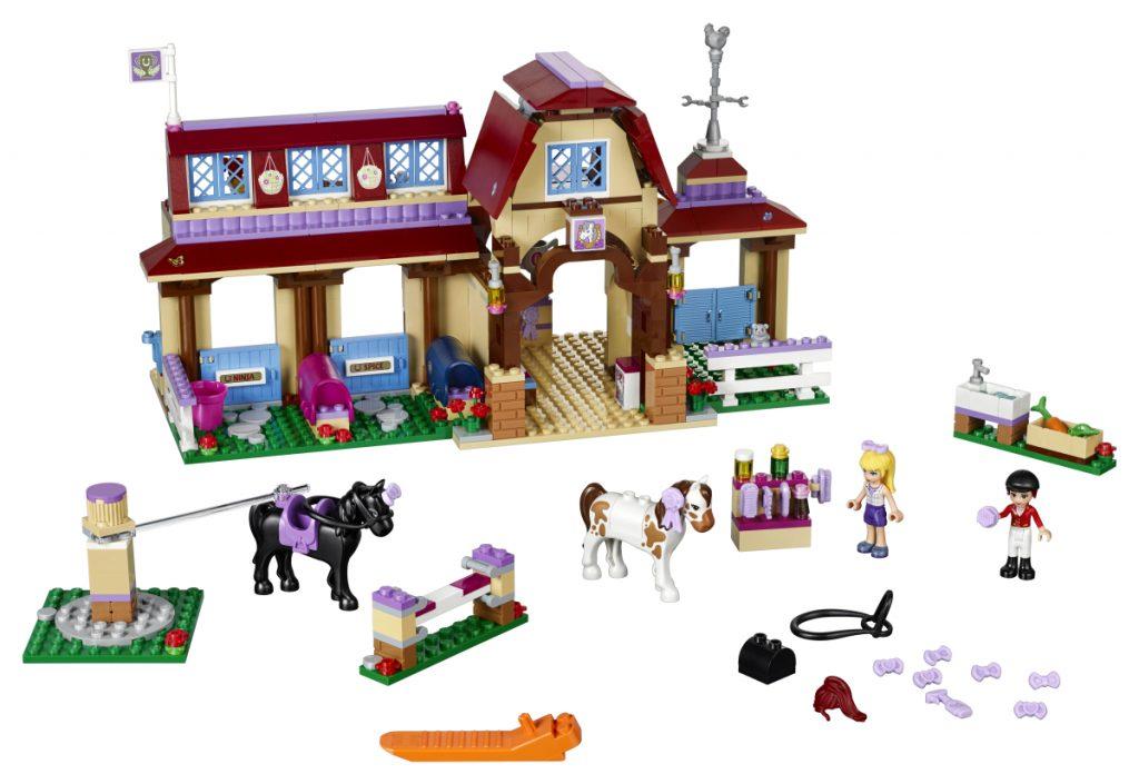 Der LEGO Friends Reiterhof (LEGO 41126) gehört zu den LEGO-Neuheiten 2016.