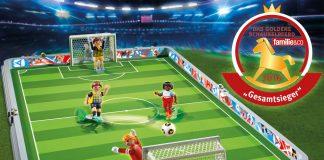 """Preisgekröntes Playmobil Spielset zum Mitnehmen: Die Playmobil Fußballarena wurde mit dem """"Goldenen Schaukelpferd"""" ausgezeichnet (Foto: Playmobil)."""