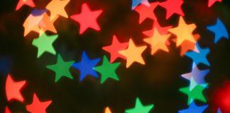 Ein Laserprojektor zaubert tausend Sterne an Häuserwände (Foto: Fotolia)