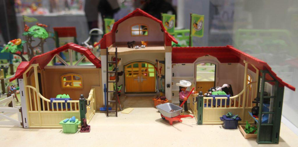 Der neue Playmobil Reiterhof (6926) in der Innenansicht (Foto: Odufroehliche.de)