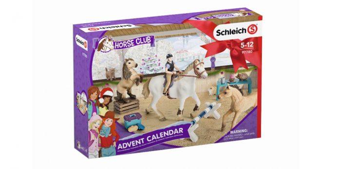 Auch in diesem Jahr ein Bestseller: der neue Schleich Adventskalender 2018 HorseClub enthält viel Zubehör für den Pferdehof (Abbildung: Schleich)